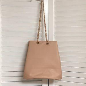 Handbags - NWOT Peach bucket rose gold chain handle